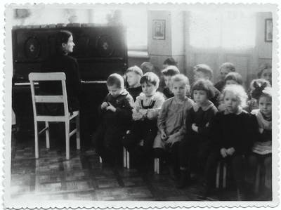 Nežinomas autorius. B. Grincevičiūtė jaunystėje Vilniaus vaikų darželyje
