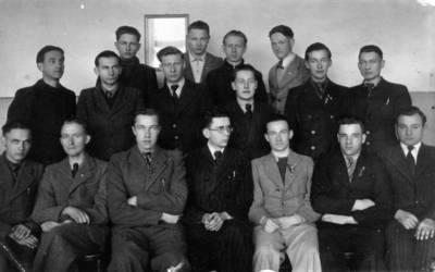 Biržų gimnazijos 8 a klasės mokiniai. 1944