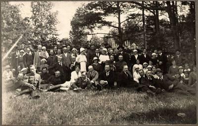 Nežinomas XX a. I p. fotografas. Šaulių sąjungos ir Lietuvos meno kūrėjų draugijos ekskursijos dalyviai ant Rambyno kalno. 1920-06-20