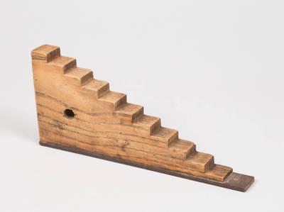 Laiptinė kaladėlė (šablonas) - geležinkelio apeivio darbo įrankis. 1900