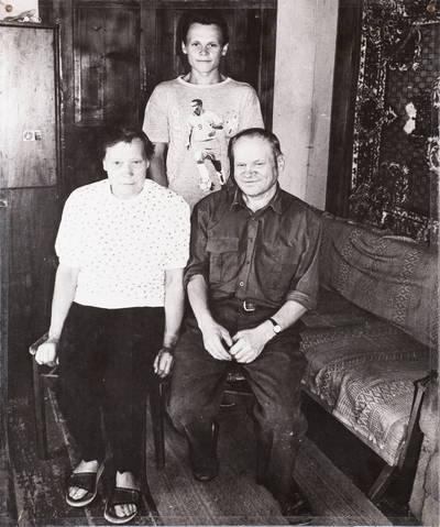 Miečionių kaimo žmonės. O. ir Č. Černiauskai ir jų sūnus Evaldas. - 2002