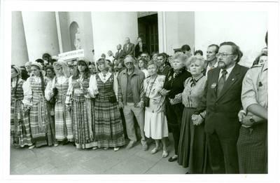 Nežinomas autorius. 1989 m. rugpjūčio 23 diena. Katedros aikštė. Vilnius. 1989-08-23