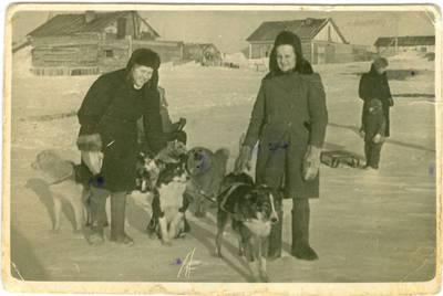 Nežinomas autorius. Būrelis lietuvių tremtinių Altajaus krašte. 1948