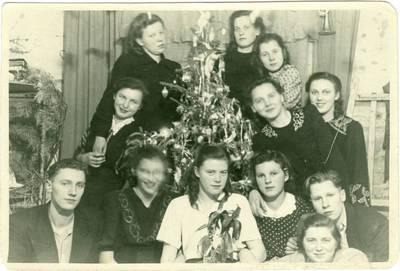Nežinomas autorius. Tremtiniai Jakutske švenčia Kalėdas. 1955