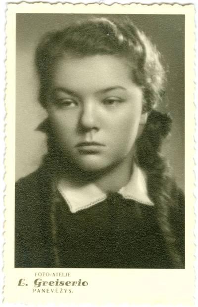 Nežinomas autorius. Danutė Sprangauskaitė-Bačarova Panevėžio gimnazijos gimnazistė. 1939