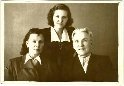 Nežinomas autorius. Milda Rapkauskaitė su tėvais Ona ir Mykolu Jakutske. 1951