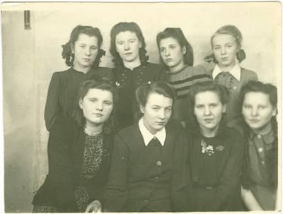 Nežinomas autorius. Lietuvės tremtinės Tiksi salos mokykloje Jakutijoje. 1951