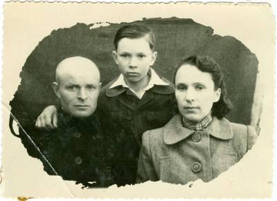 Nežinomas autorius. Keblerių šeima tremtyje Jakutske. 1950
