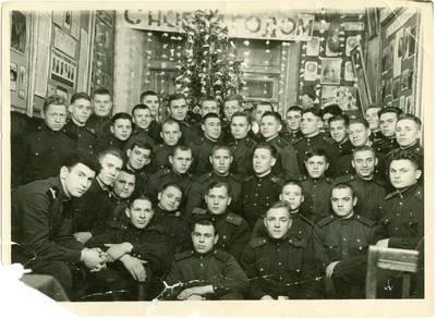 Nežinomas autorius. Leonidas Kebleris su sovietinės armijos kariais švenčiant Naujuosius metus. 1959