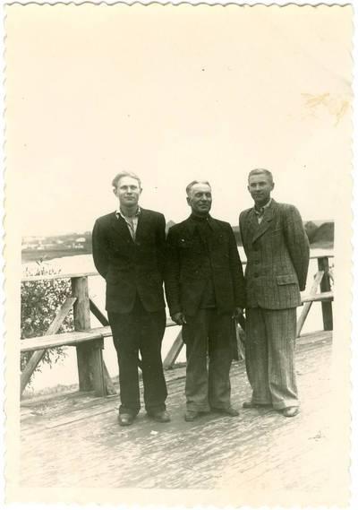 Nežinomas autorius. Lietuviai tremtiniai ant tilto Vorkutoje. 1951