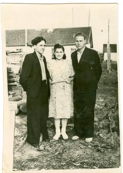 Nežinomas autorius. Mindaugas Babonas, Domicelė Babonienė ir Antanas Mažutis Vorkutoje. 1954