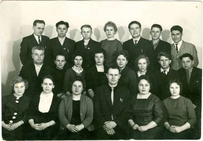Nežinomas autorius. Vorkutos vakarinės mokyklos mokiniai po išleistuvių. 1967
