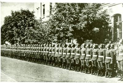 Nežinomas autorius. Lietuvos kariuomenės kariūnų rikiuotė. 1930