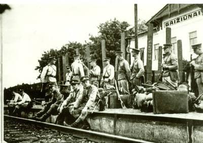Nežinomas autorius. Lietuvos Respublikos kariuomenės kariai Gaižiūnuose. 1926