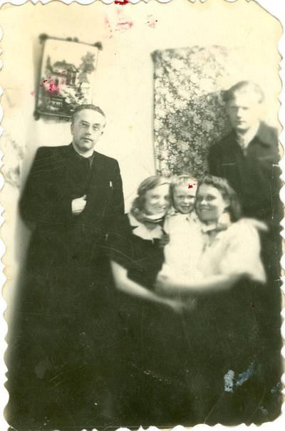 Nežinomas autorius. Karolio Grigonio krikštynos tremtyje. 1956