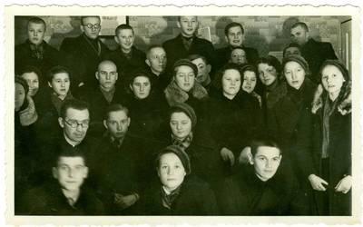 Nežinomas autorius. Marijampolės gimnazijos moksleiviai. 1941