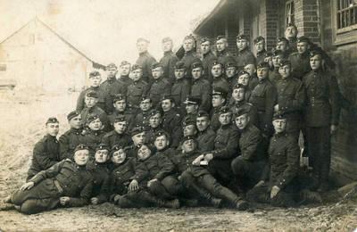 Šuro. Lietuvos kariuomenės autokuopos kariai su karininkais Šančiuose 1927 metais. 1927