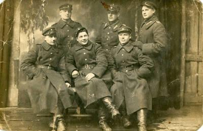 Nežinomas fotografas. Lietuvos kariuomenės autokuopos kariai. 1928