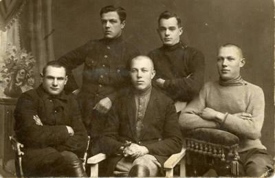 Nežinomas fotografas. Bolys Sabaitis su draugais. 1927-12-04