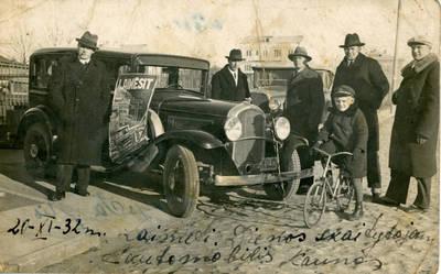 """Nežinomas fotografas. Žurnalo """"Naujas žodis"""" (1925–1933) įsteigtas prizas – automobilis. 1932-11-20"""