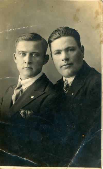 Nežinomas fotografas. Dviejų vyrų portretas. 1930-08-30