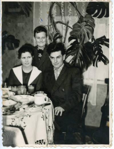 Nežinomas fotografas. Stasys Sabaitis su artimaisiais. 1967