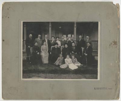 B. T. Kiršteinas. Grupinė fotografija. 1900