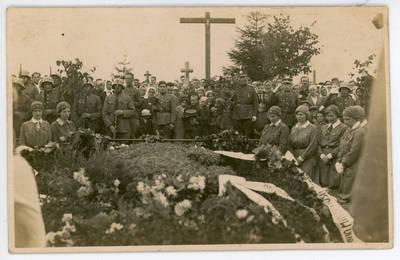 I. Rukas. Šaulės prie Vl. Putvinskio kapo Kelmėje 1932 metais. 1932-09-18