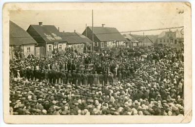 Nežinomas fotografas. Vasario 16-osios minėjimas Kelmėje. 1934