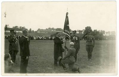 Nežinomas fotografas. Prezidentą Antaną Smetoną sveikina Kelmės šauliai. 1934