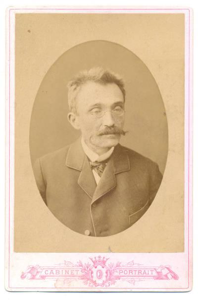 Brolių Čižų fotoateljė. Vyro portretas. 1900
