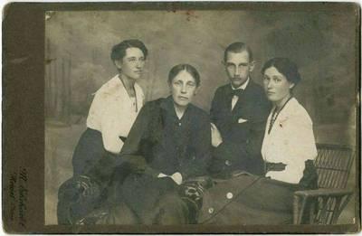 M. Ehrharok. Kelmės dvaro valdytojai Gruževskiai. 1930