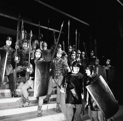 Klaipėdos dramos teatras. Scena iš V. Šekspyro Koriolanas / Bernardas Aleknavičius. - 1972.IX.30
