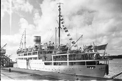 Klaipėdos prekybos uostas. Laivas Baltika / Bernardas Aleknavičius. - 1966