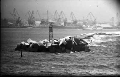 Lietuvos žvejai Šiaurės Atlante. Pietinis Klaipėdos molas / Bernardas Aleknavičius. - 1966.XI