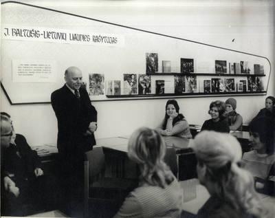 Rašytojo Juozo Baltušio susitikimas su Klaipėdos bibliotekininkais. Grupinė nuotrauka / Bernardas Aleknavičius
