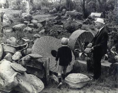 Juozas Baltušis ir Rokas. Pavienė nuotrauka / Bernardas Aleknavičius. - 1969.VII.22