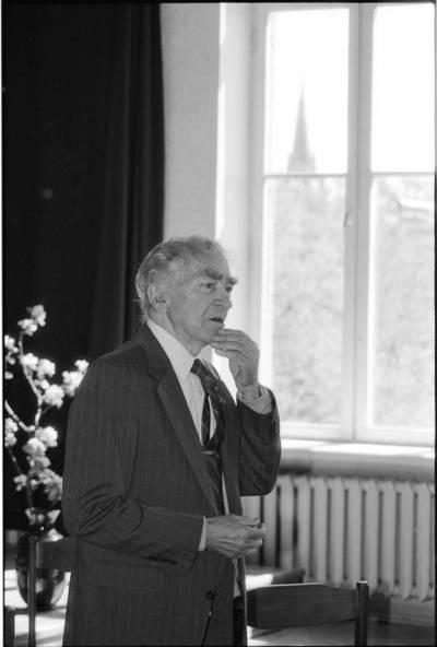 Poetas, kritikas, vaikų literatūros rašytojas Bernardas Brazdžionis / Artūras Šeštokas. - 1991