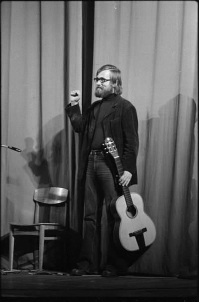 [Aktorius, dainininkas, kompozitorius Vytautas Kernagis] / Audronius Ulozevičius. - 1977