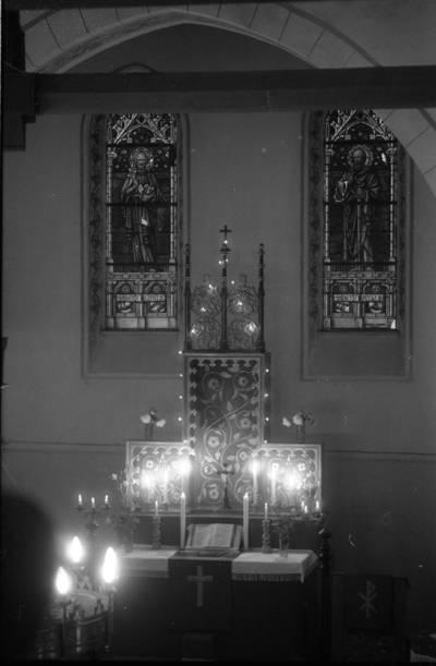 [Vanagų evangelikų liuteronų bažnyčios altorius] / Bernardas Aleknavičius. - 1990.V.27
