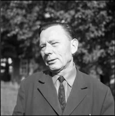 [Poetas Paulius Drevinis, atvykęs į Priekulę susitikti su rašytoja Ieva Simonaityte] / Bernardas Aleknavičius. - 1973.VI.16