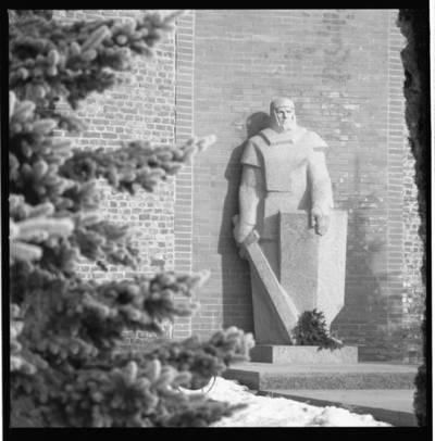 [Paminklas Herkui Mantui Klaipėdoje] / Bernardas Aleknavičius. - 198-