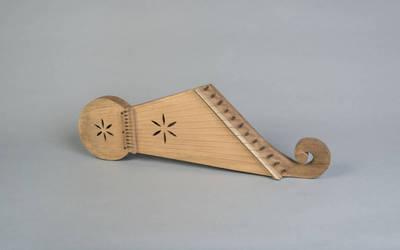 Algis Vitlipas. Muzikos instrumentas, kanklės suvalkietiškos 12-kos stygų. 1990