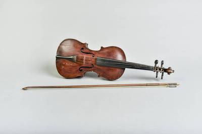 Jonas Vaičiulis. Smuikas, klasikinio tipo, meistras Jonas Vaičiulis.