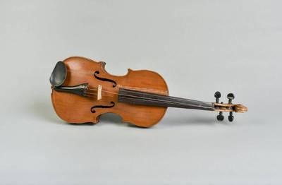 Smuikas - italų meistro Amačio smuiko kopija