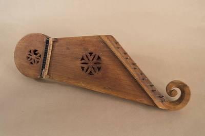 Kajetonas Naudžius. Kanklės suvalkietiškos netaisyklingos trapecijos formos, 12-kos stygų