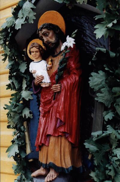 Arūnas Zalanskas. Šv. Juozapo darbininko koplytėlė ant  D. ir Z. Kalesinskų liaudies amatų mokyklos sienos. Vilkija 1991 m. 1990