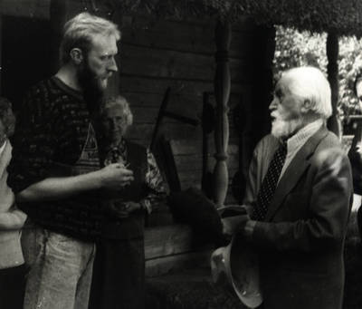 Viktoras Bakšys. Antanas Tamošaitis ir Zigmas Kalesinskas Lietuvos liaudies buities muziejuje 1993 m. 1993