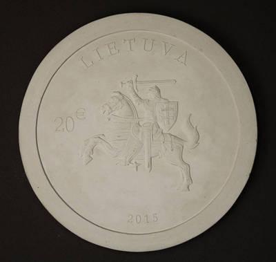 Rūta Ničajienė. Modelis, gipsinis. Aversas, 20 eurų monetos, skirtos Lietuvos nepriklausomybės atkūrimo 25-mečiui (iš serijos Lietuvos nepriklausomybės kelias). 2015