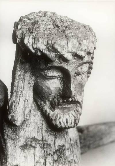 """Mečislovas Sakalauskas. Kalnelio bažnyčios šventoriaus skulptūros """"Nukryžiuotasis"""" fragmentas. 1961"""